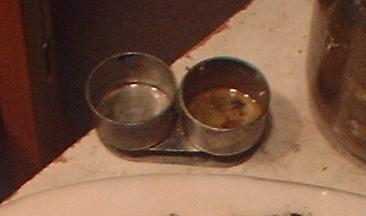 picture of palette cups for oil painting